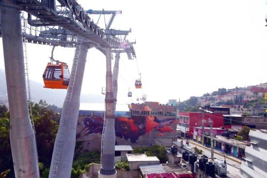 Inaugura Peña Nieto sistema teleférico Mexicable