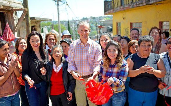 """""""Las grandes obras y las grandes acciones se logran trabajando en equipo"""": Alfredo Del Mazo"""