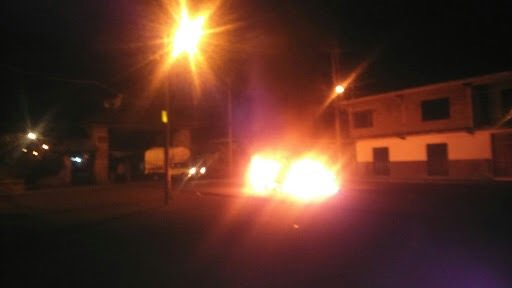 Incendian patrulla e intentan linchar a ladrón en Toluca