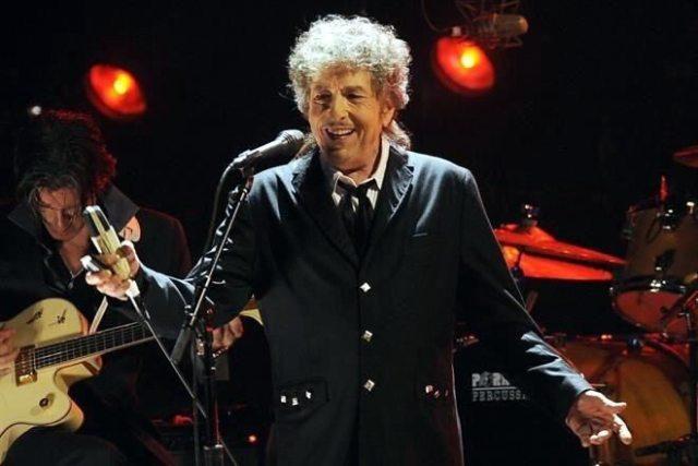 Bob Dylan gana Nobel de Literatura