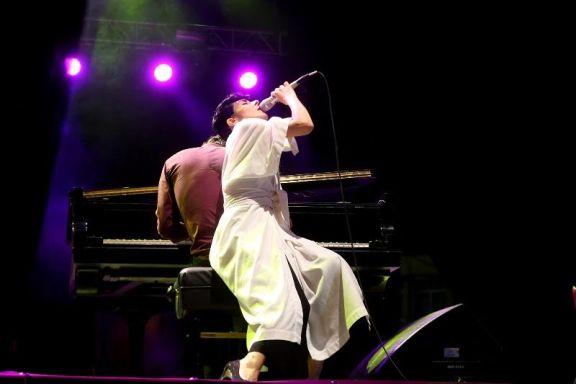 Desnuda canciones ely guerra a piano y voz en festival quimera