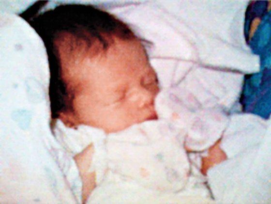 Philippe Kahn se las arregló en 1997 para tomar una foto de su hija recién nacida, Sophie, con su teléfono Motorola y enviarla sin cables a cientos de familiares y amigos.