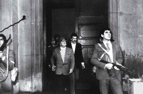Luis Orlando Lagos era el fotógrafo oficial de Salvador Allende y el hombre que capturó uno de sus últimos momentos con vida.