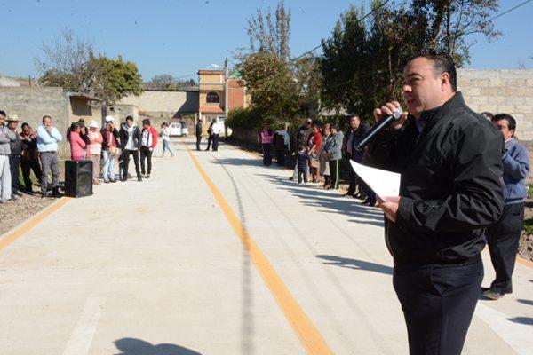 Alcalde de Tenango del Valle entrega obras por más de 2.5 millones de pesos