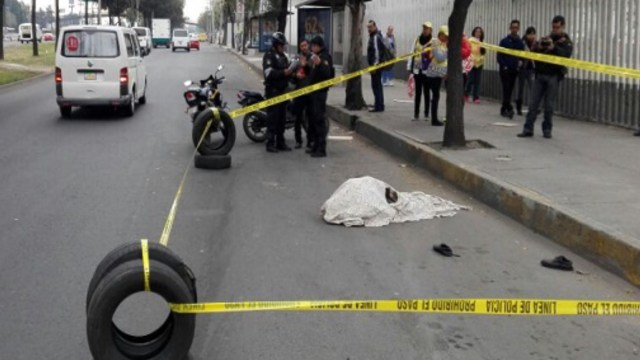 Abuelito es atropellado en Calzada Zaragoza