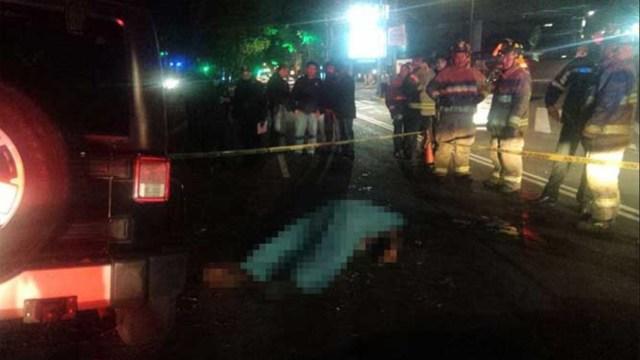 Muere conductor al chocar contra un árbol en Reforma