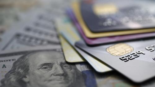 Mayores tasas afectan a bancos y usuarios mexicanos