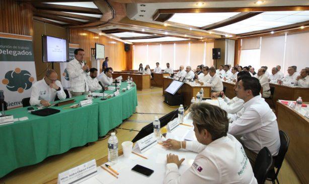 Delegados del IMSS revisan avances y retos con el director general