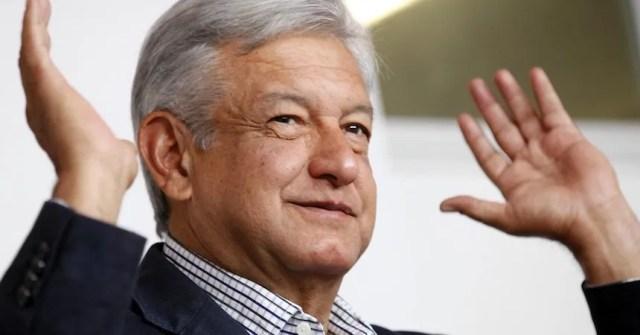 AMLO dice que Peña otorgó permisos a empresas para importar el 60% de las gasolinas