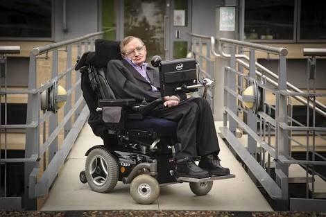 Estamos en un momento peligroso para el desarrollo de la humanidad: Hawking
