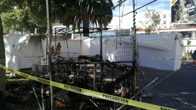 Se incendian puestos navideños en el centro de Toluca