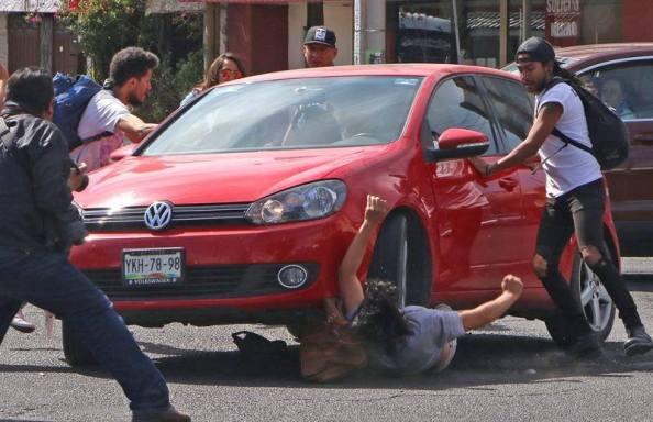 Atropellan a estudiante poblano durante la manifestaciones por el Gasolinazo