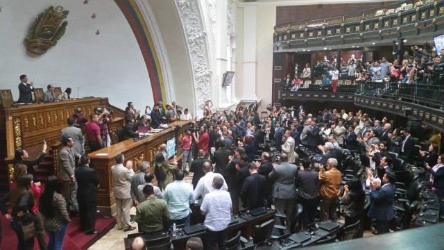 Declara abandono de cargo por parte de Nicolás Maduro