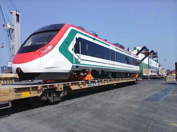 Fotos: Llega a México tren que operará en la México-Toluca