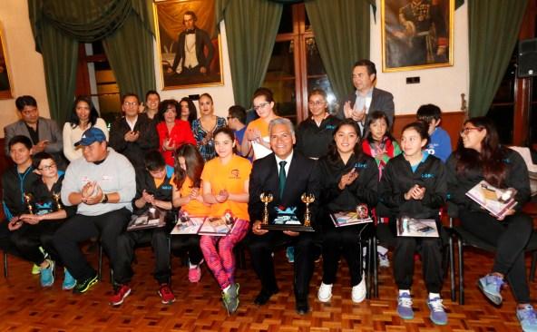 Se reúne Fernando Zamora con jóvenes deportistas destacados