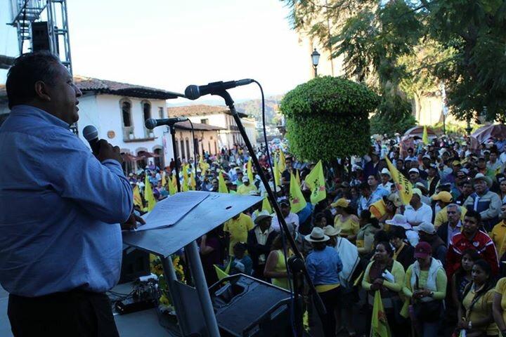Javier Salinas arranca precampaña PRD en Valle de Bravo