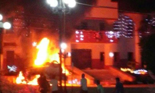 Incendian ayuntamiento y casa de alcaldesa en Chiapas
