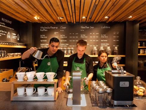 Starbucks y sua asociados genera 44,000 empleos en México