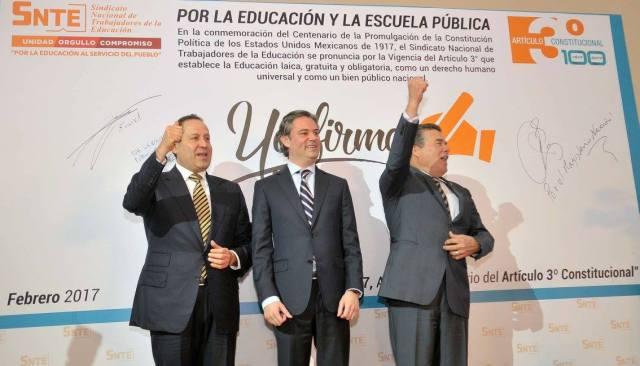Anuncia Eruviel Ávila 30 mil computadoras para primarias y secundarias