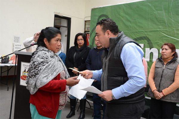 Entregan apoyos del programa de empleo temporal para familias de Tenango del Valle