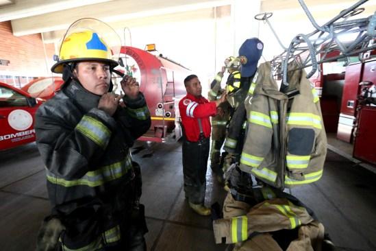 Atienden bomberos incendio en la Colonia Morelos