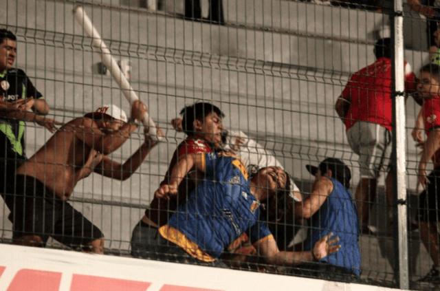 """Podrían vetar el """"Pirata"""" Fuente por violencia en duelo Veracruz-Tigres"""