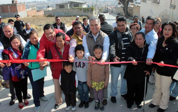 Cientos de familias beneficiadas con pavimentación de calle en San Juan Tilapa