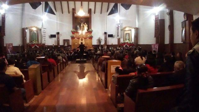 Conquista música de la OFiT a cientos de personas en El Seminario