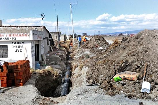 Continúan las obras en Toluca, amplían red de drenaje en San Carlos Autopan