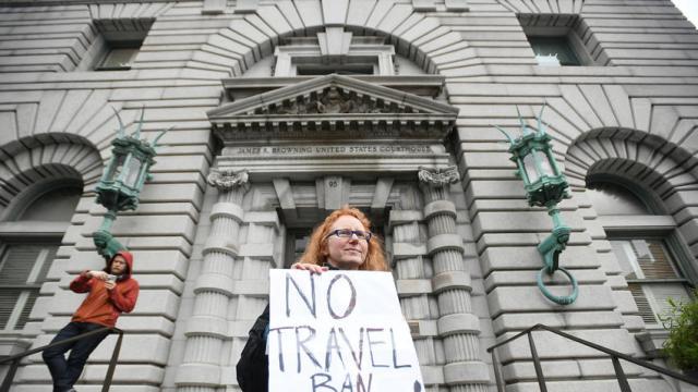 Tribunal mantiene bloqueo al decreto inmigratorio de Trump