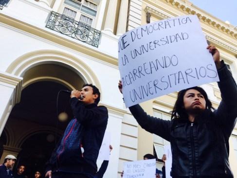 """""""Fuera el PRI de la UAEM"""" gritan estudiantes frente a Rectoría"""