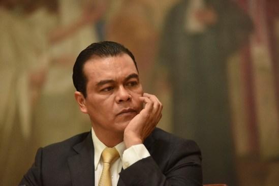 """Juan Zepeda """"derrocha recursos sin explicar su procedencia"""""""