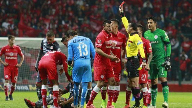 Jugador del Toluca ofrece disculpas a árbitro