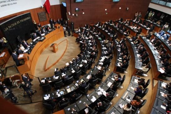 Renuncian 12 Senadores a la bancada del PRD