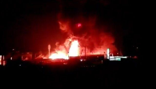 Incendio en una Fabrica de Poliuretanos en Toluca fue controlado