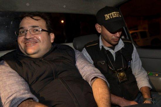 Javier Duarte bromea y ríe durante su detención