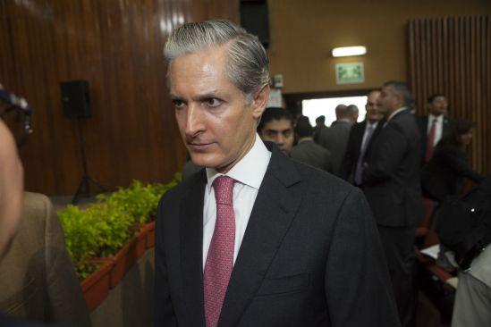 Vázquez Mota muestra fotografía de Duarte con Alfredo del Mazo
