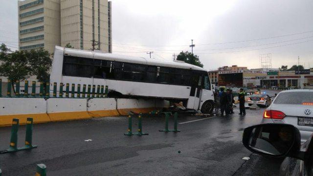 Choca Autobús en Tollocan
