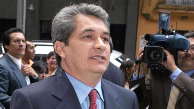 El exgobernador de Tamaulipas tenía escoltas del gobierno a pesar de estar prófugo.