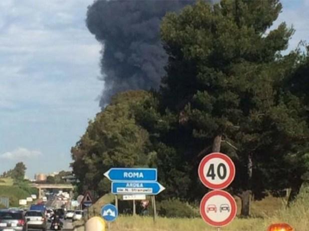 Evacuación de escuelas y casas tras incendio en Roma