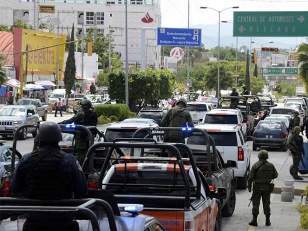 Procesan a 20 agentes de Zihuatanejo por delincuencia