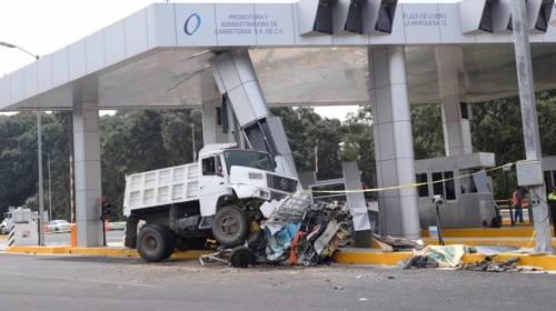 Tras 3 accidentes, prohíben la circulación de camiones en la autopista Lerma-La Marquesa