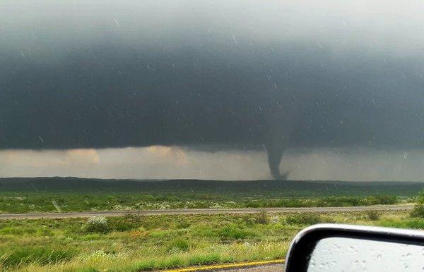 Graban impresionante 'mini' tornado en Chihuahua