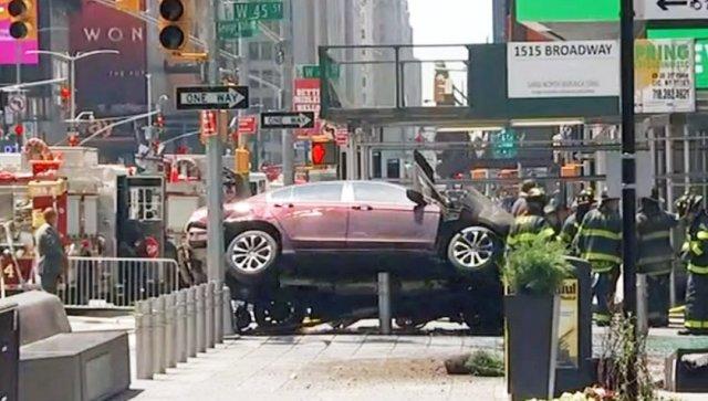 Un muerto y 10 heridos después de que coche atropellara peatones en Nueva York