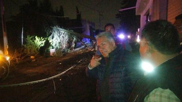 Auxilian autoridades de Toluca a pobladores de la zona norte afectados por Tromba