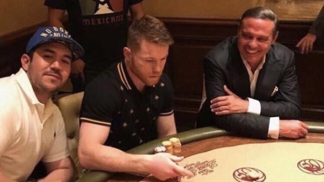 Canelo festeja junto con Luis Miguel en la Vegas