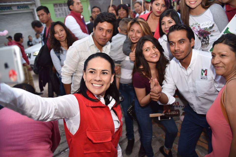 Arrojan huevos a AMLO en Veracruz