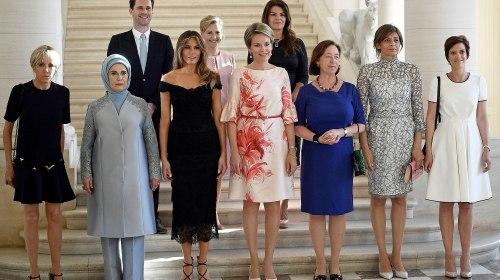 ¿Por qué hay un hombre en la foto de las primeras damas de la OTAN?