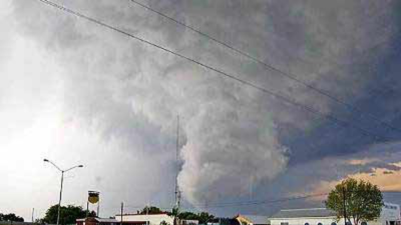 Tornado azota a Nuevo Laredo