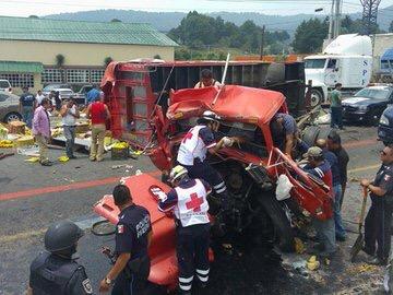 4 lesionados por choque múltiple en la México-Toluca
